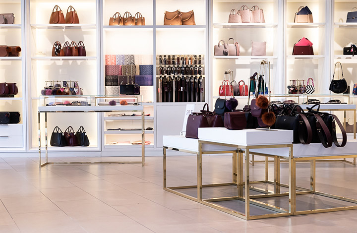 Aigner Outlet Store 02