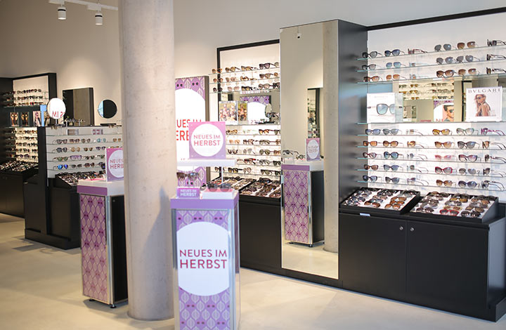 Sunglass Hut Outlet Store 02